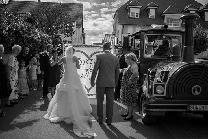 Cooles Hochzeitsfotos nach einer Trauung in Rheinland-Pfalz vom Weinheimer Fotografen Pascal Dietrich