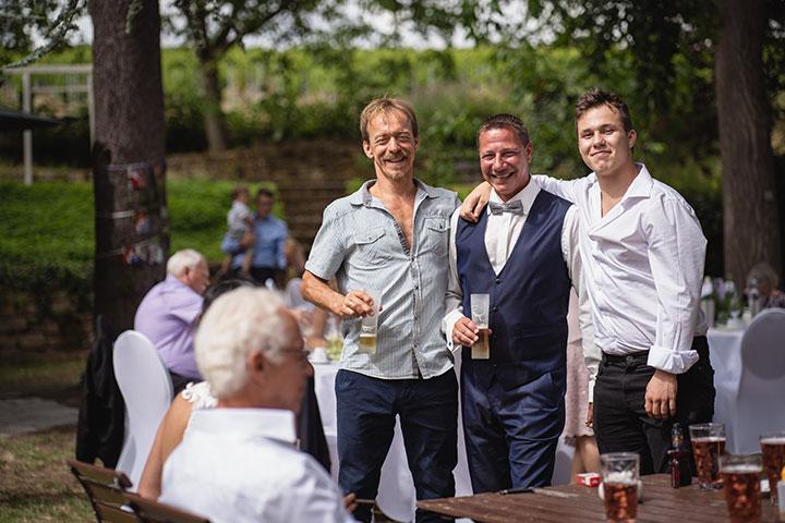 Gruppenfoto bei Hochzeit in Rehinland Pfalz
