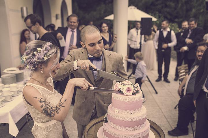 Hochzeitstorte Vintage Hochzeitsfoto im Weingut Mussler