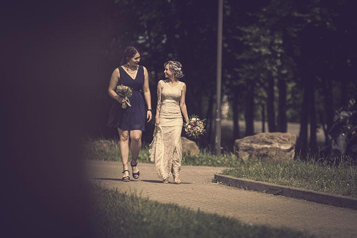 Schönes Hochzeitsfoto mit Trauzeugin von Pascal Dietrich, Fotograf aus Weingeim